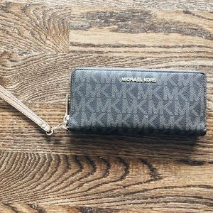 Micheal Kors Wallet ♥️💙 July 4th Sale ♥️💙